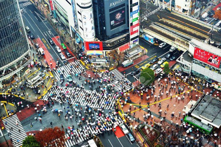 17464672-TOKYO-DECEMBER-15-Shibuya-Crossing-December-15-2012-in-Tokyo-JP-The-crossing-is-one-of-the-world-s-m-Stock-Photo.jpg